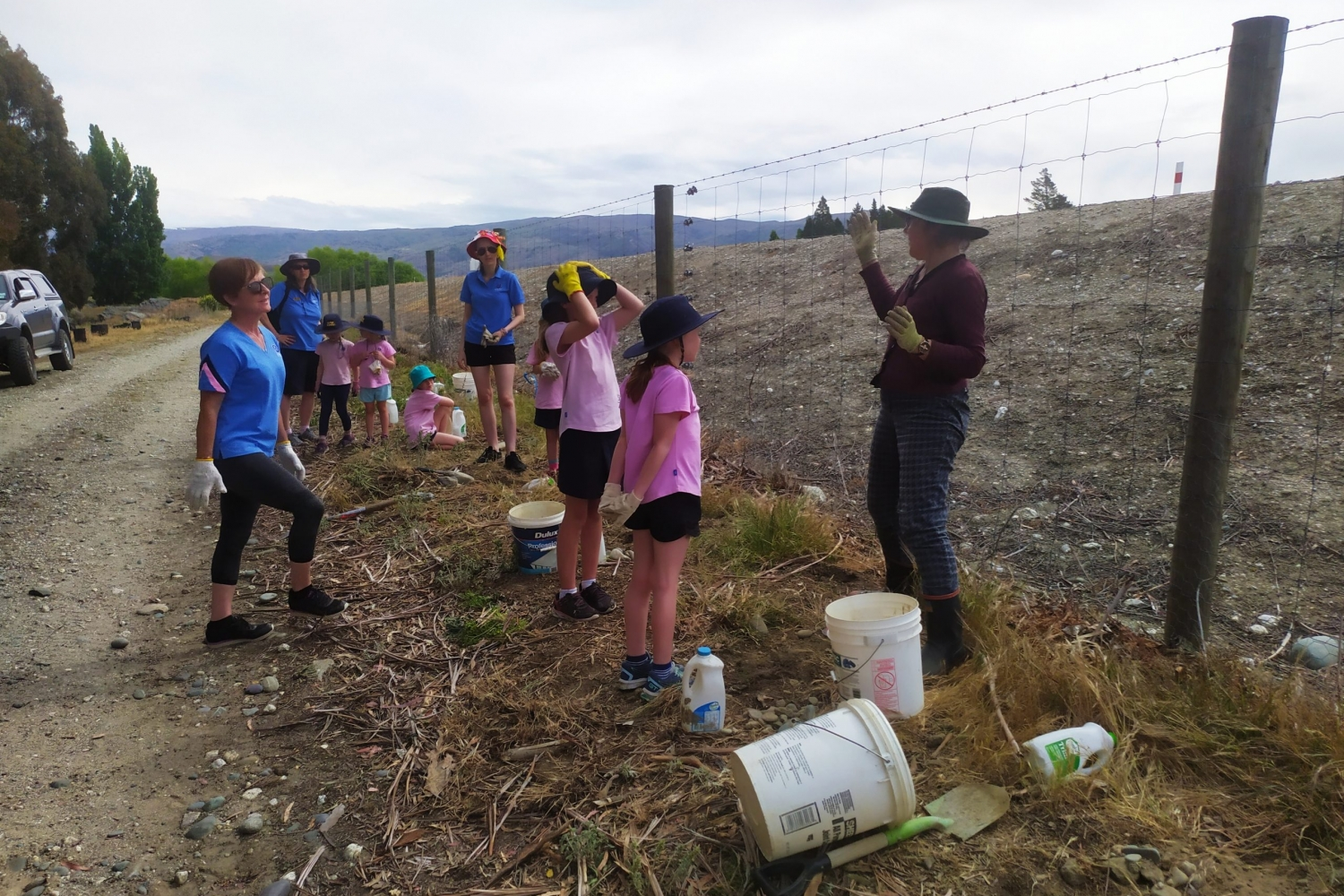 educational visit for brownies community planting natives
